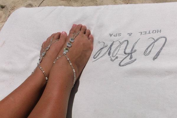 A Bond Girl without barefoot jewelry is just inappropriate.