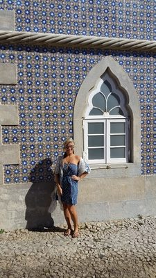 blue-and-white-tiles-and-windows-of-pena-palace