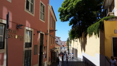 roads-to-castelo-sao-jorge-in-lisbon