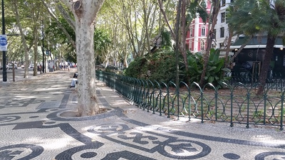 walking-in-lisbon