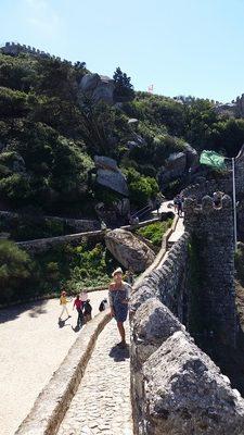 walking-up-the-castelo-dos-mouros