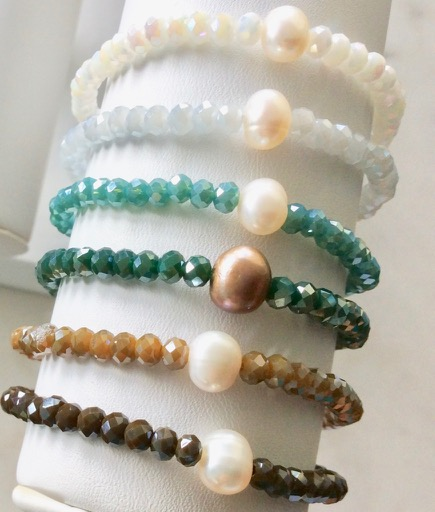 Crystal bracelet with freshwater pearls.